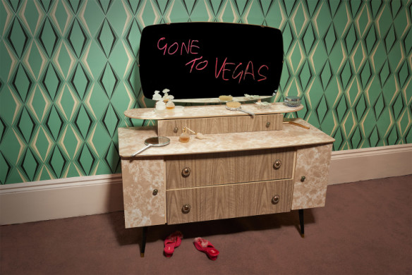 <div class='beschrijving'><span class='titel'>GONE TO VEGAS - TWIN PALMS</span><br> PHOTOGRAPHY 54 X 79 CM (ED.6) AND 87 X 130 CM (ED.6)</div>