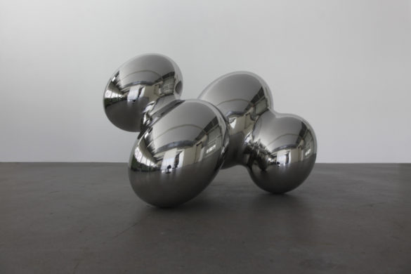 <div class='beschrijving'><span class='titel'>CLOUD 8 - 76 X 48 X 62 CM (ED.7)</span><br> HAMMERED STAINLESS STEEL SCULPTURE POLISHED </div>