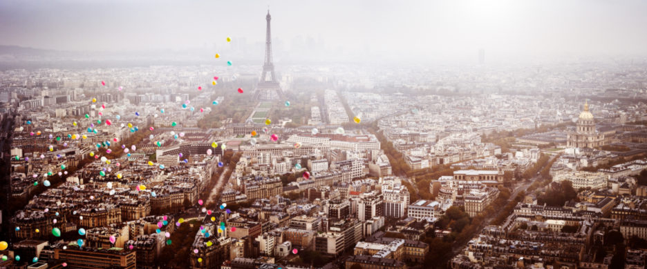 <div class='beschrijving'><span class='titel'>BALLOONS OVER PARIS</span><br> PHOTOGRAPHY 54,8 X 125,9 CM (ED.15) AND 80,2 X 186,9 CM (ED.10) AND 105,6 X 247,8 (ED.7)</div>