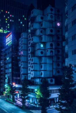 <div class='beschrijving'><span class='titel'>NAGAKIN CAPSULE TOWER - NIHON NOIR</span><br> PHOTOGRAPHY 82,5 X 122,5 CM (EDITION 8) AND 102,5 X 152,5 CM (ED.4)</div>